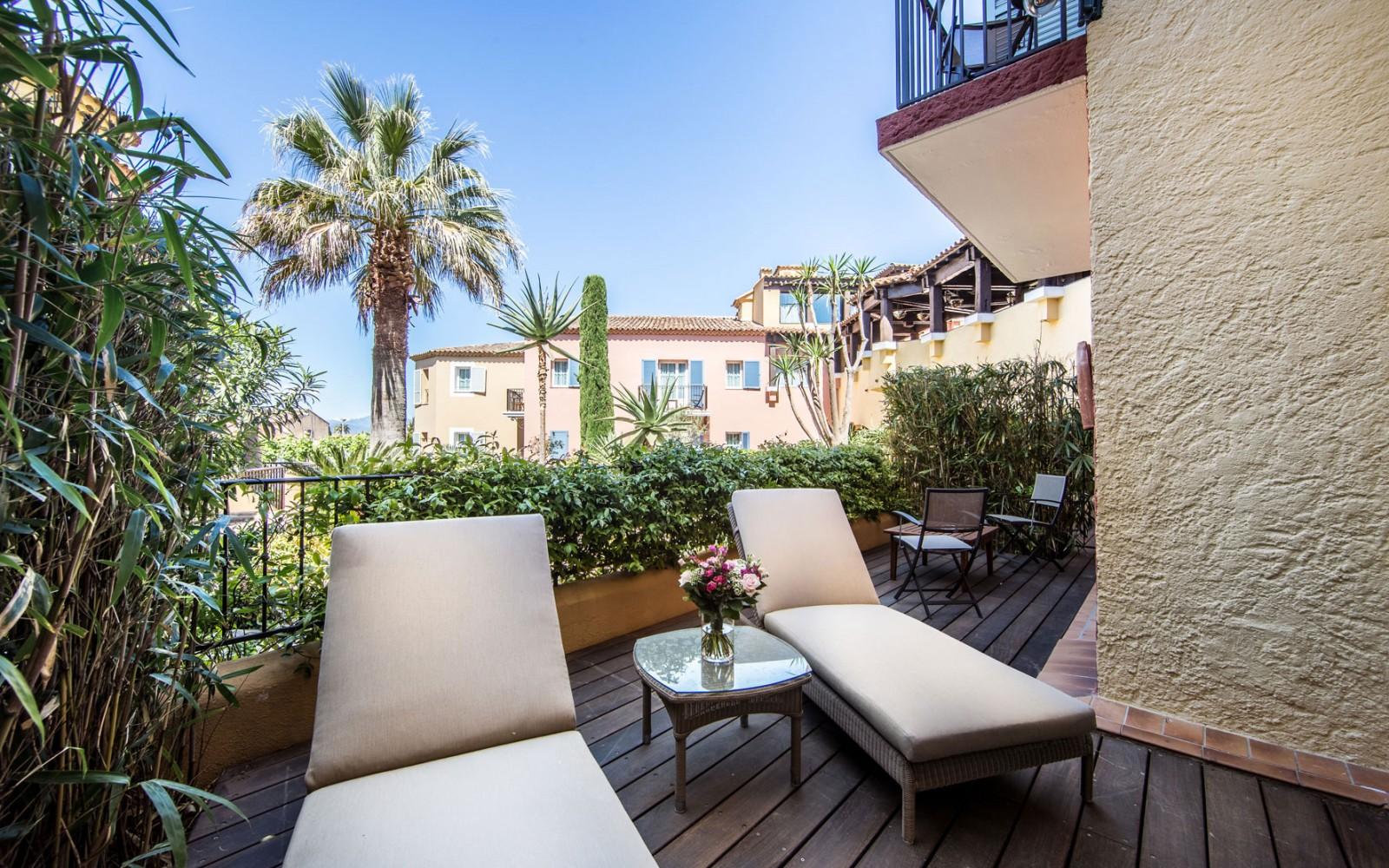 Hotel_Byblos_Saint-Tropez_Deluxe-Suite-exterieur