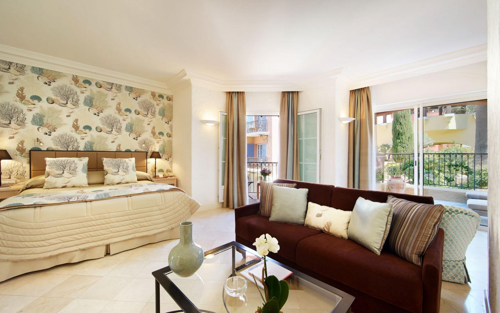 Hotel_Byblos_Saint-Tropez_Junior-Suite-137-1