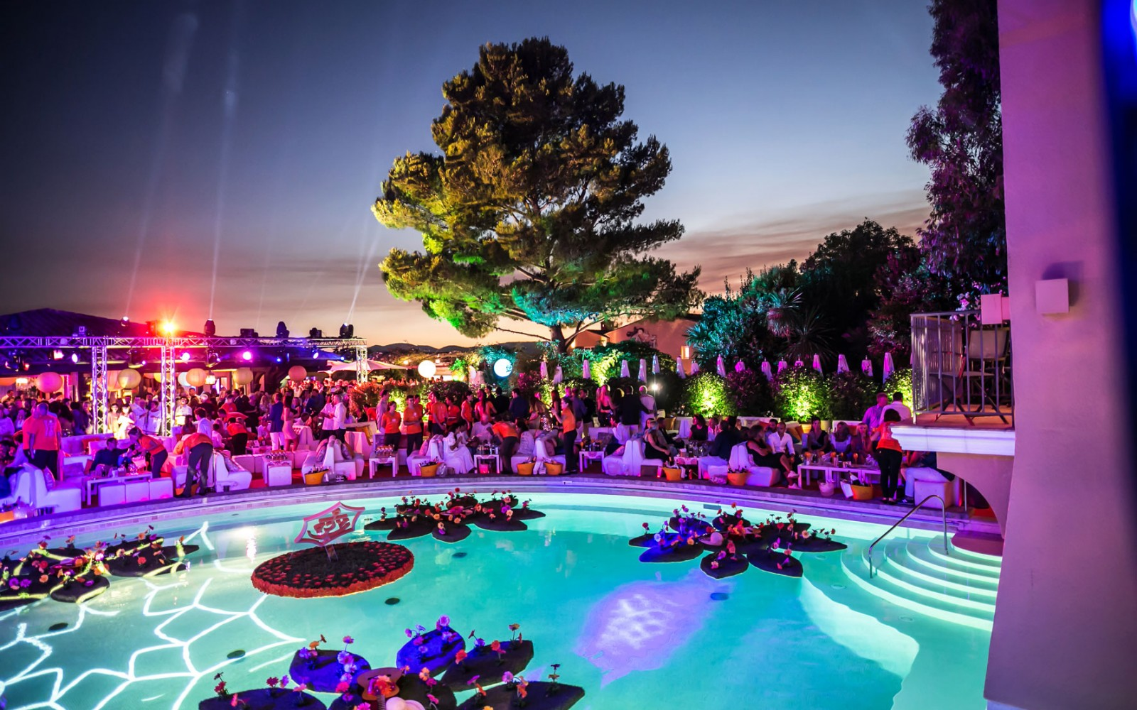 Summer-Party-2016-Byblos-Saint-Tropez-2piscine