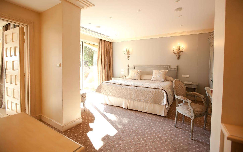 byblos-hotel-saint-tropez-suiteriviera-2