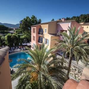 hotel-byblos-sainttropez-piscine-exterieur